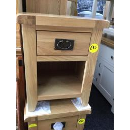 GOOD QUALITY OAK ONE DRAWER LAMP TABLE WITH DOVETAIL JOINTS TO THE DRAWERS!
