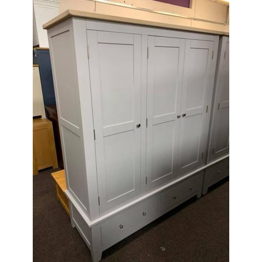GREY Triple Wardrobe with metal handles