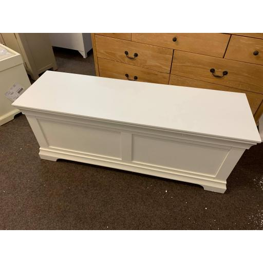 White Wide Blanket Box